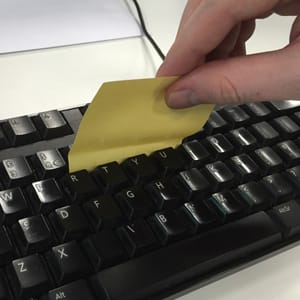 Post-it note under keys